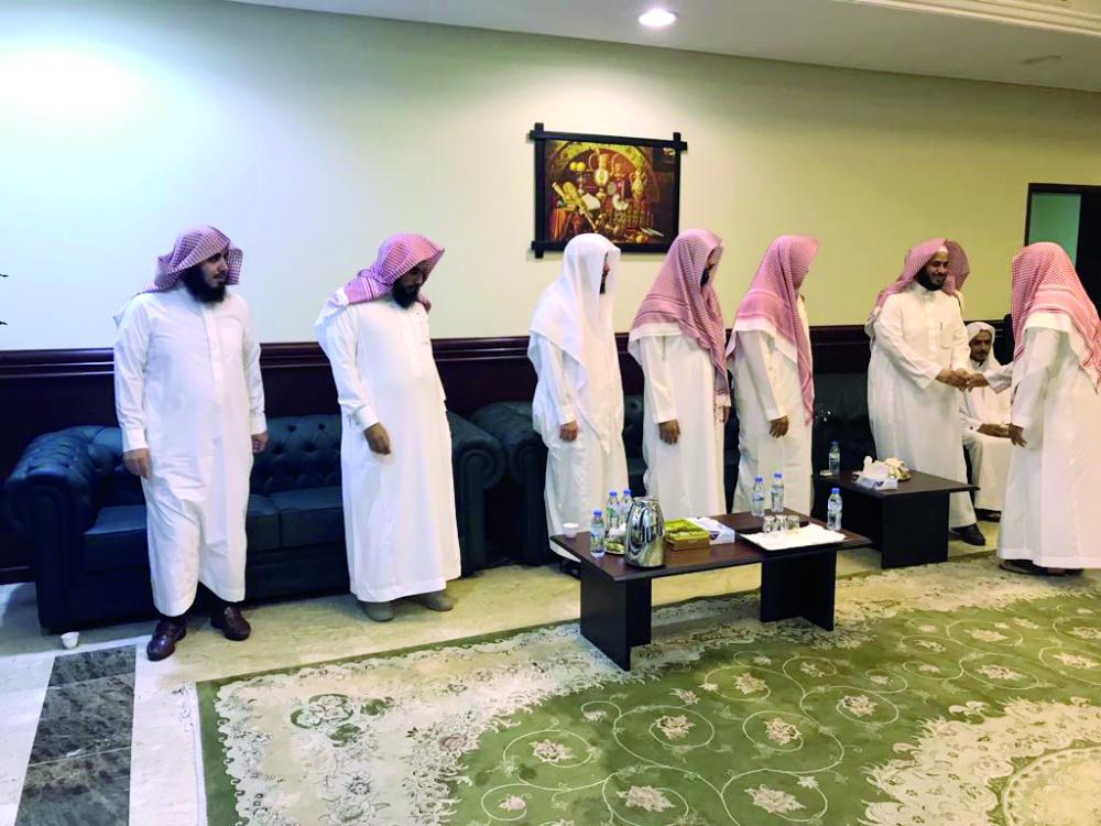 رئيس المحكمه العامة المساعد عبدالله العضيبي معايداً القضاة.
