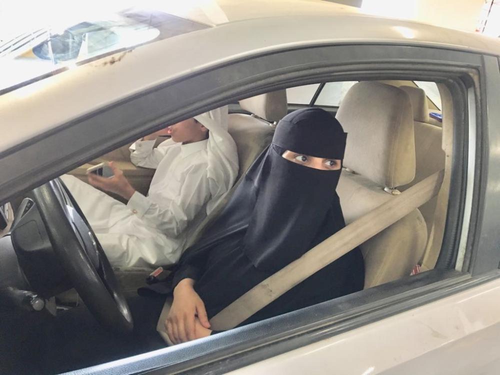سائقة تبوك.. تنطلق مع ابنها خالد لشراء الحاجات العائلية