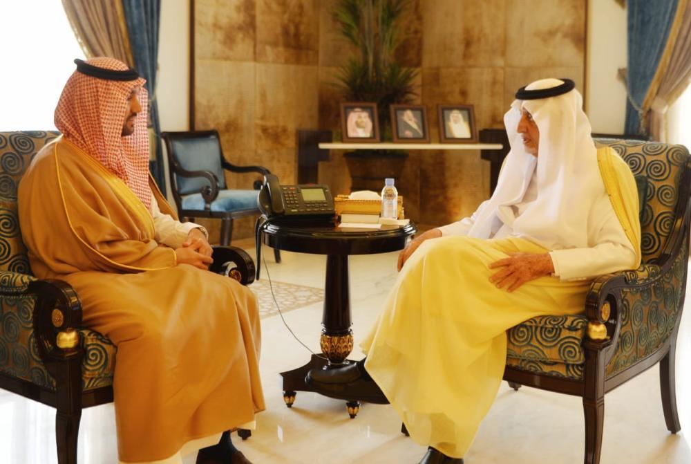 الأمير خالد الفيصل مستقبلاً نائب رئيس هيئة الرياضة.