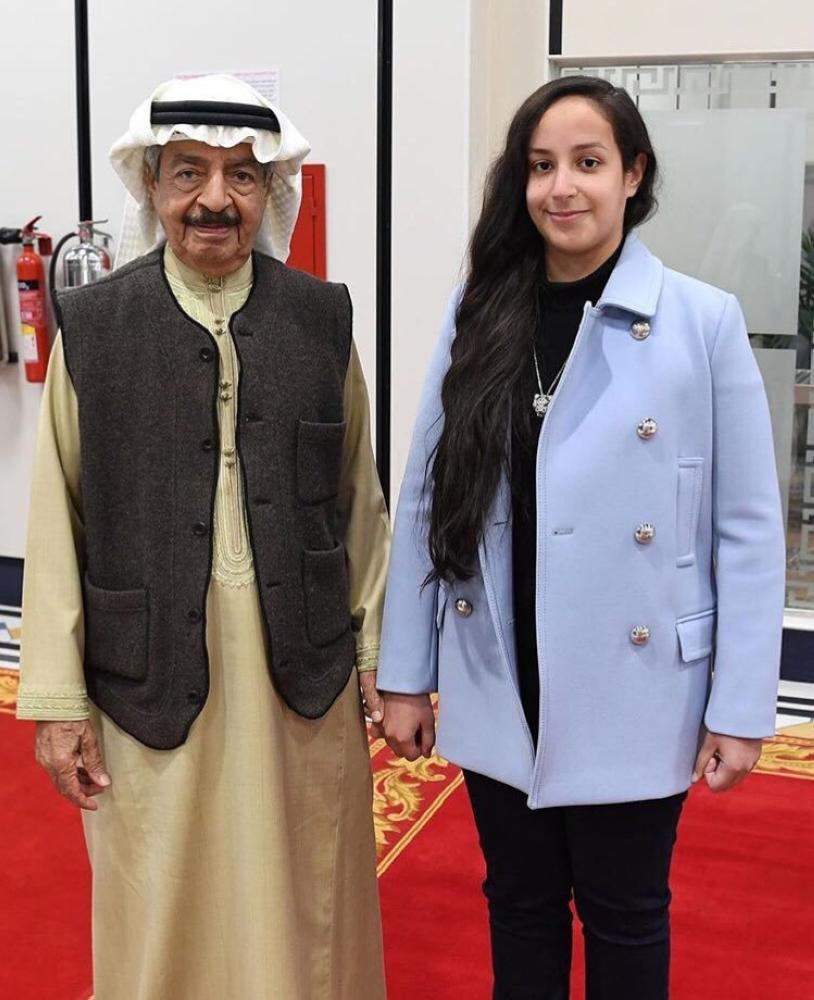 رئيس الوزراء البحريني الأمير خليفة بن سلمان آل خليفة مستقبلا الشيخة عائشة بنت راشد آل خليفة.