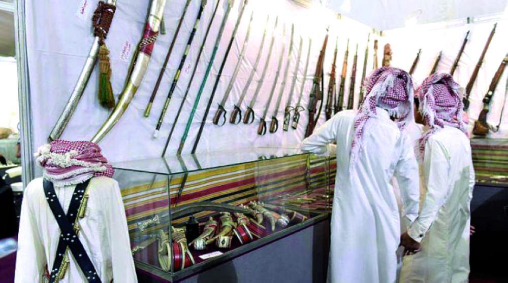 متحف الأسلحة القديمة في معرض «المتاحف النوعية» بسوق عكاظ.