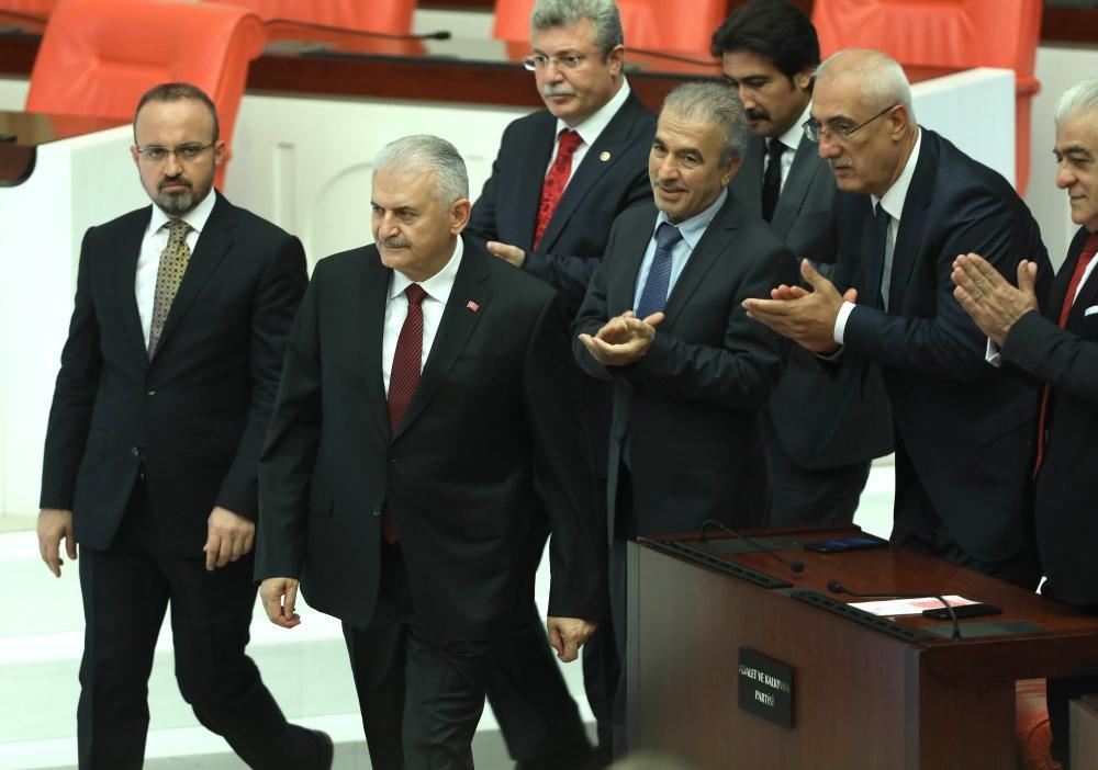 انتخاب رئيس الوزراء التركي السابق رئيساً للبرلمان