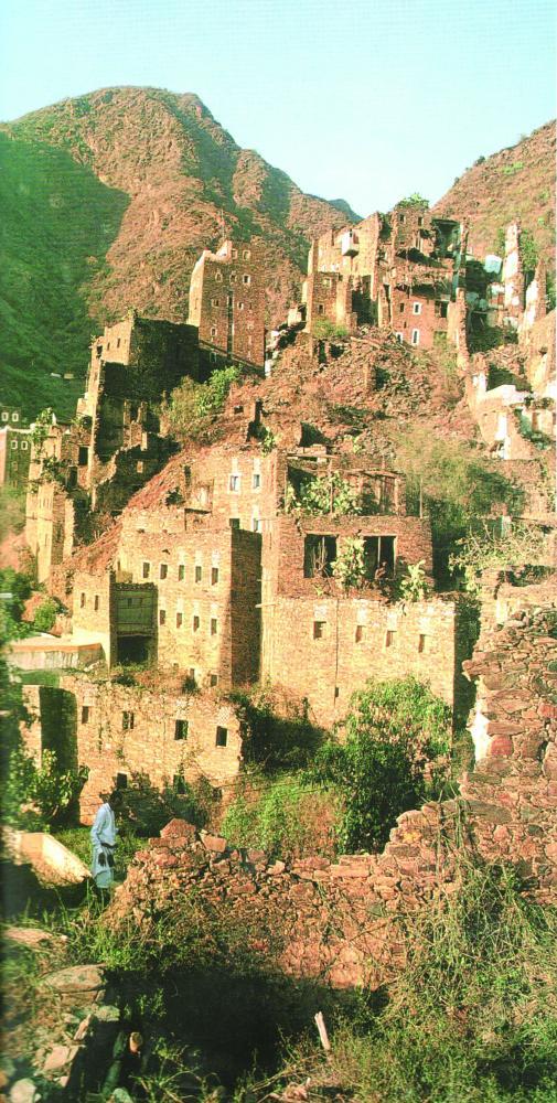 بيوت قرية رجال ألمع التي زارها الباحث الفرنسي.