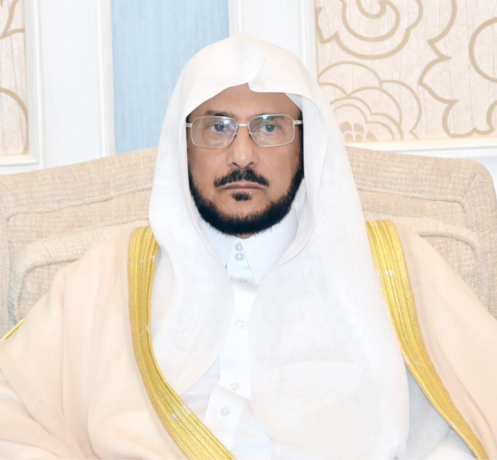 «الشؤون الإسلامية» تراجع برامجها «الدعوية» وتوقف إقامة «غير المجازة»