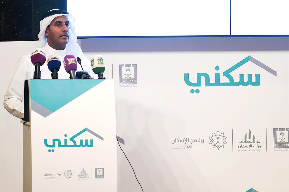 العمودي متحدثا في المؤتمر الصحفي.