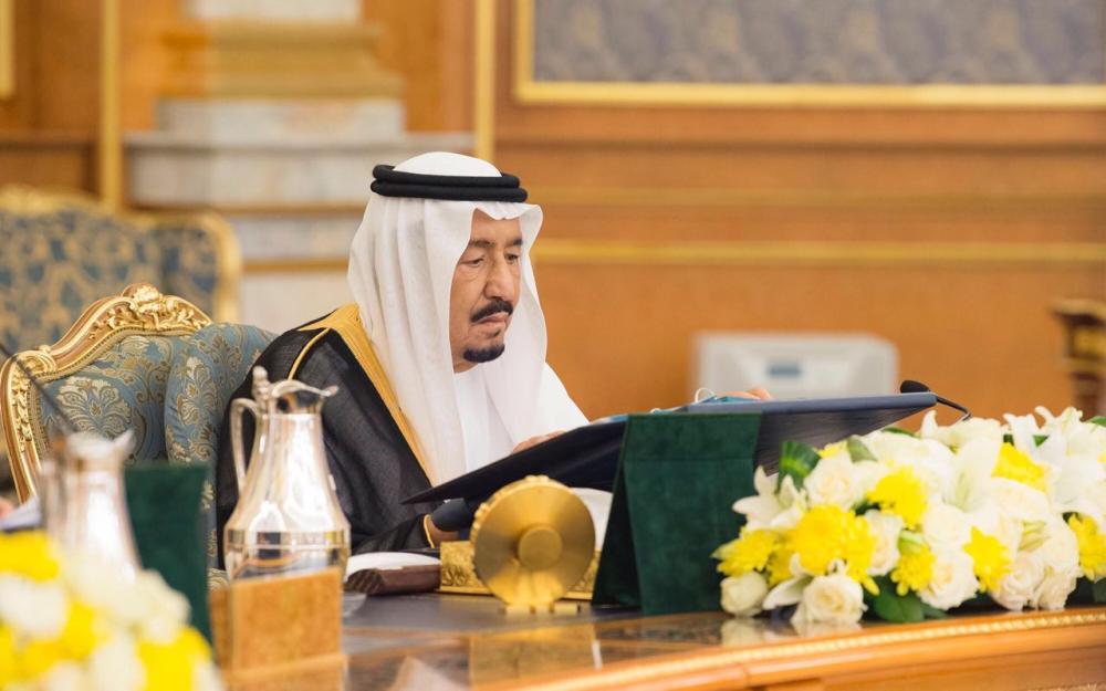 الملك سلمان يطلع على تقارير في مجلس الوزراء