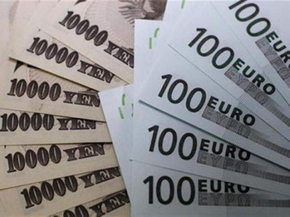 اليورو والين يتراجعان مع صعود الدولار