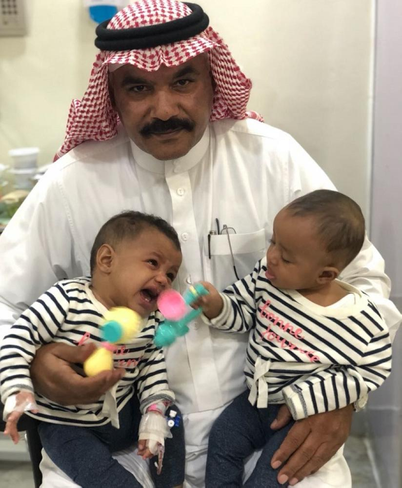 مواطن يتقدم بطلب لاحتضان الطفلتين «جود وجوري»