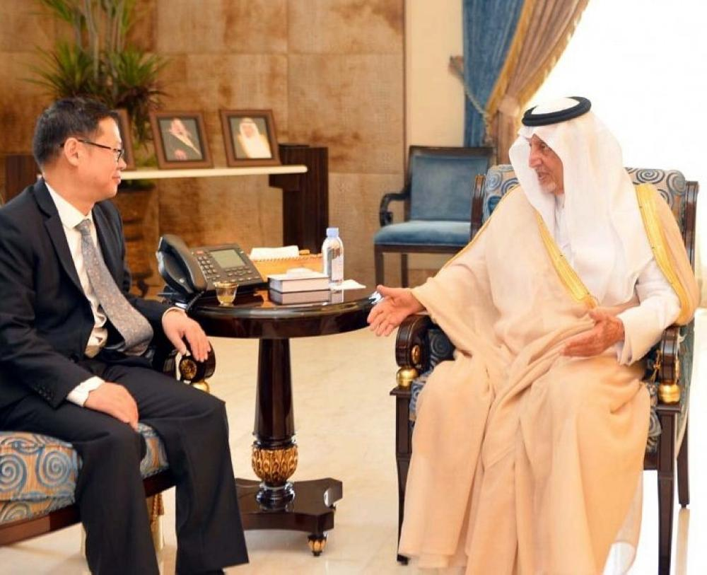 Prince Khalid Al-Faisal, Advisor to the Custodian of the Two Holy Mosques, Governor of Makkah Region, has met here with the Consul General of the People's Republic of China in Jeddah, Tan Banglin.