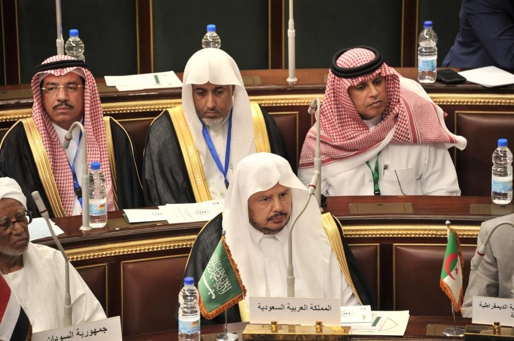 رئيس مجلس الشورى أثناء الاجتماع
