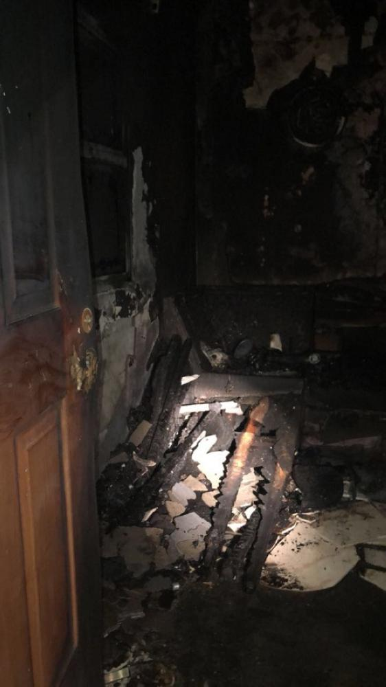 آثار الحريق داخل الشقة