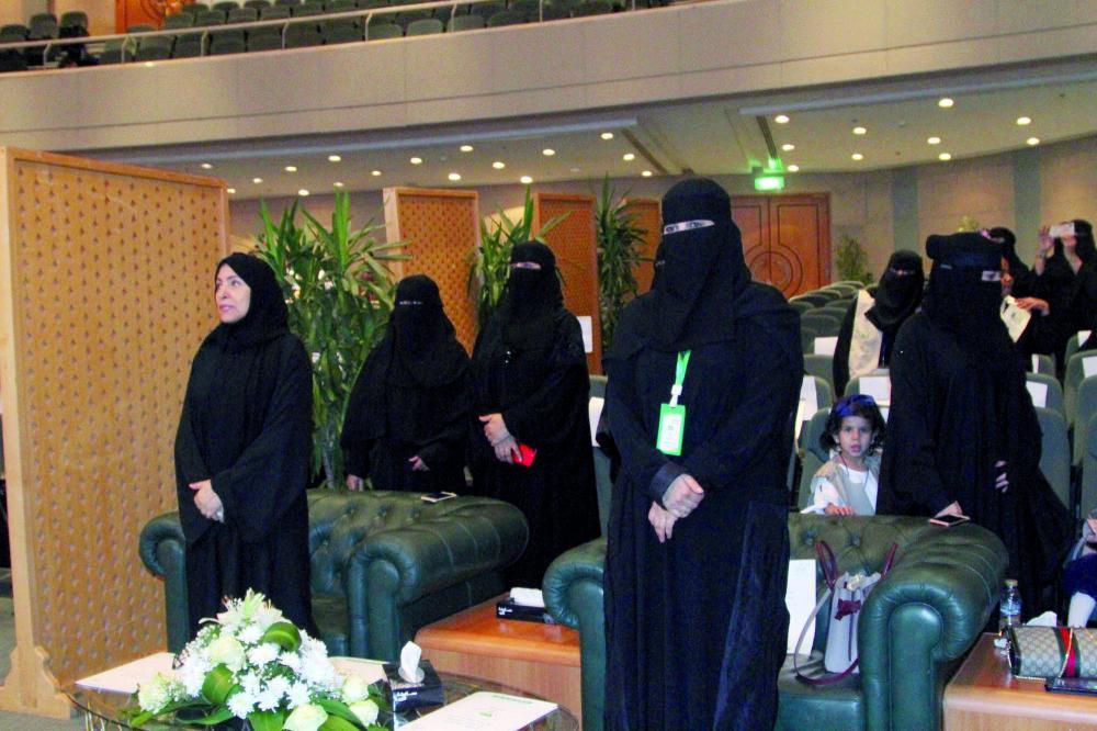 الدكتورة العواد خلال تدشين مشروع «سفراء الظفر»