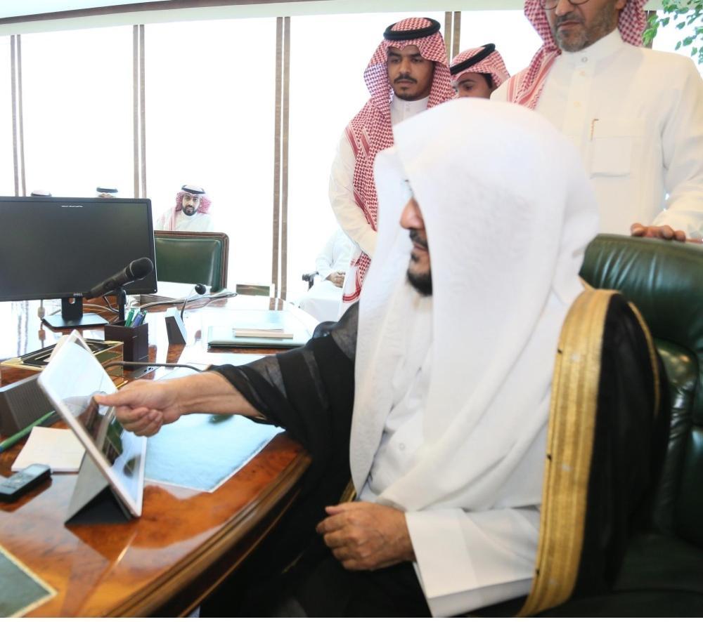 وزير «الشؤون الإسلامية» يدشن نظام التوعية في الحج والعمرة والزيارة