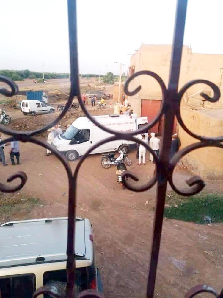 سيارة الموتى التي جهزت للميت فحملت الإمام.