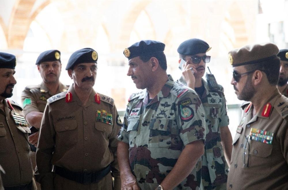 قائد قوات أمن الحج يقف على استعدادات استقبال ضيوف الرحمن