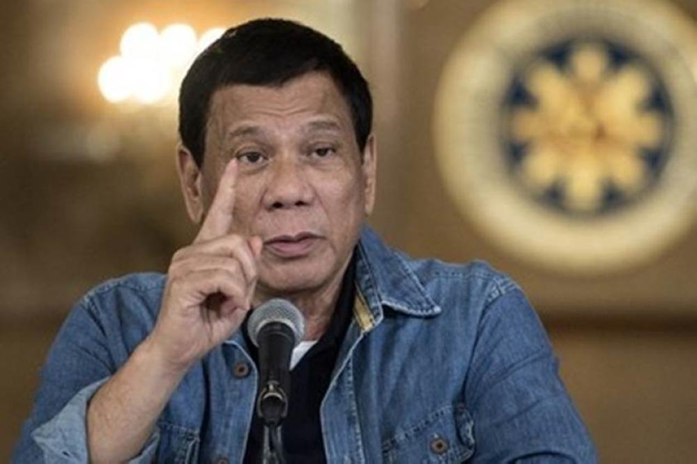 رئيس الفلبين لـ«شرطيين فاسدين»: طاعون للمجتمع.. حمقى وبلا فائدة