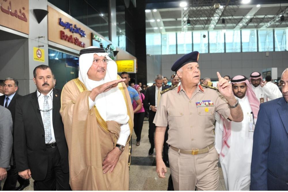 سفير المملكة لدى مصر يودع أسر شهداء الجيش والشرطة المصرية وشهداء فلسطين