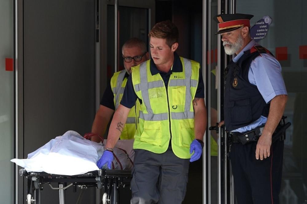 نقل جثة المهاجم من مركز الشرطة