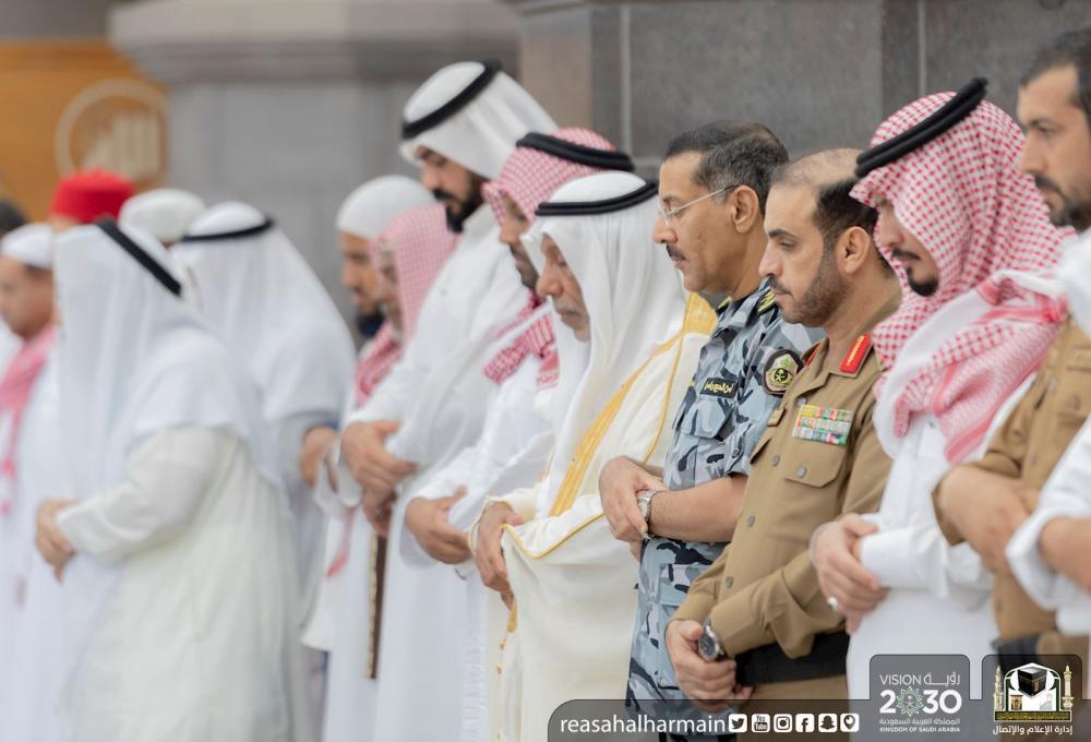 جموع المصلين بالمسجد الحرام يؤدون صلاة عيد الأضحى