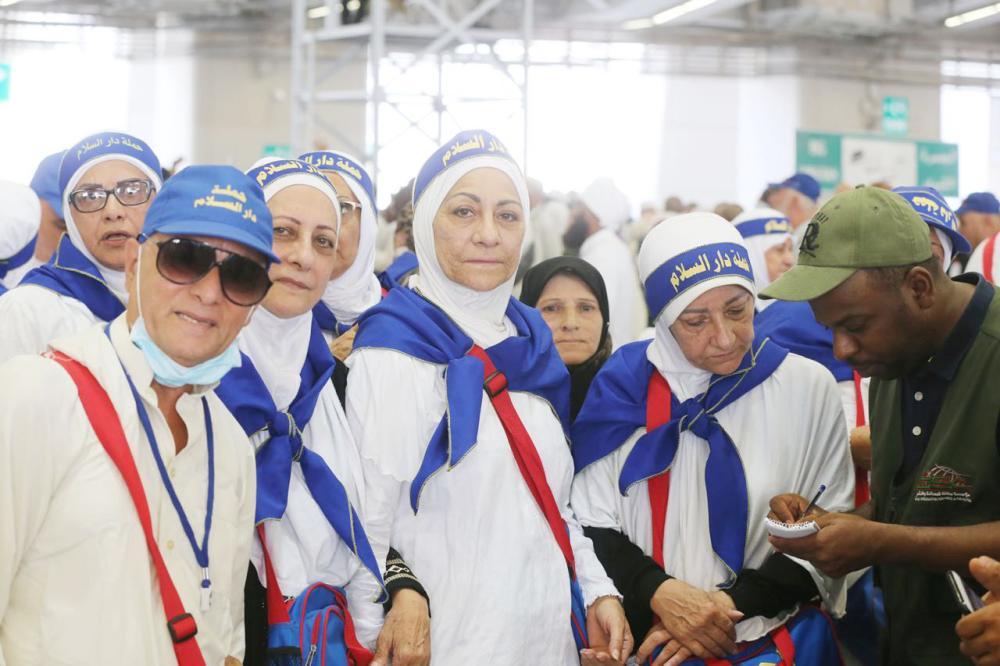 حاجات لبنانيات يتحدثن لـ«عكاظ».  (تصوير: مديني عسيري)