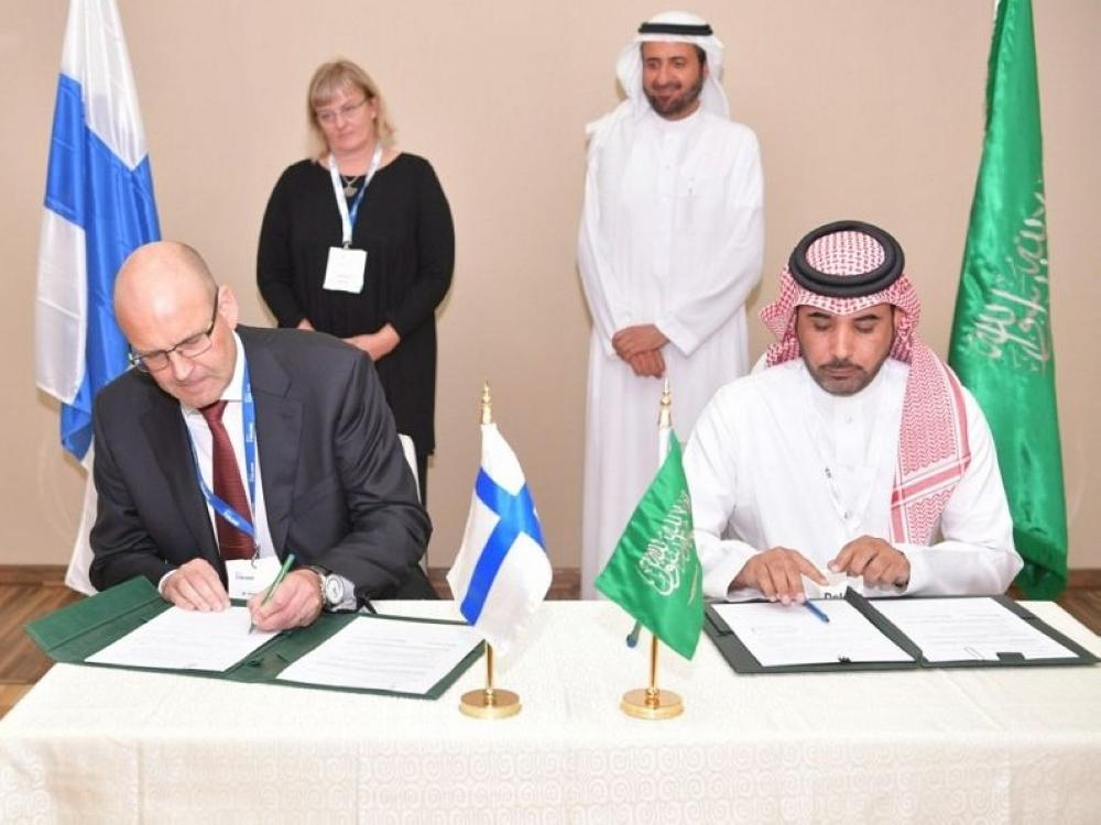 Health Minister Dr.Tawfiq Al-Rabiah, the Ministry of Health signed yesterday two memorandums of understanding with the University of Metropolia for Applied Sciences in Finland for cooperation in providing more education and training in Finland for Saudi licensed nurses.