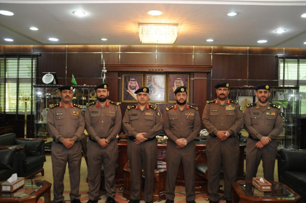 مدير شرطة الجوف يقلد عدداً من الضباط رتبهم الجديدة