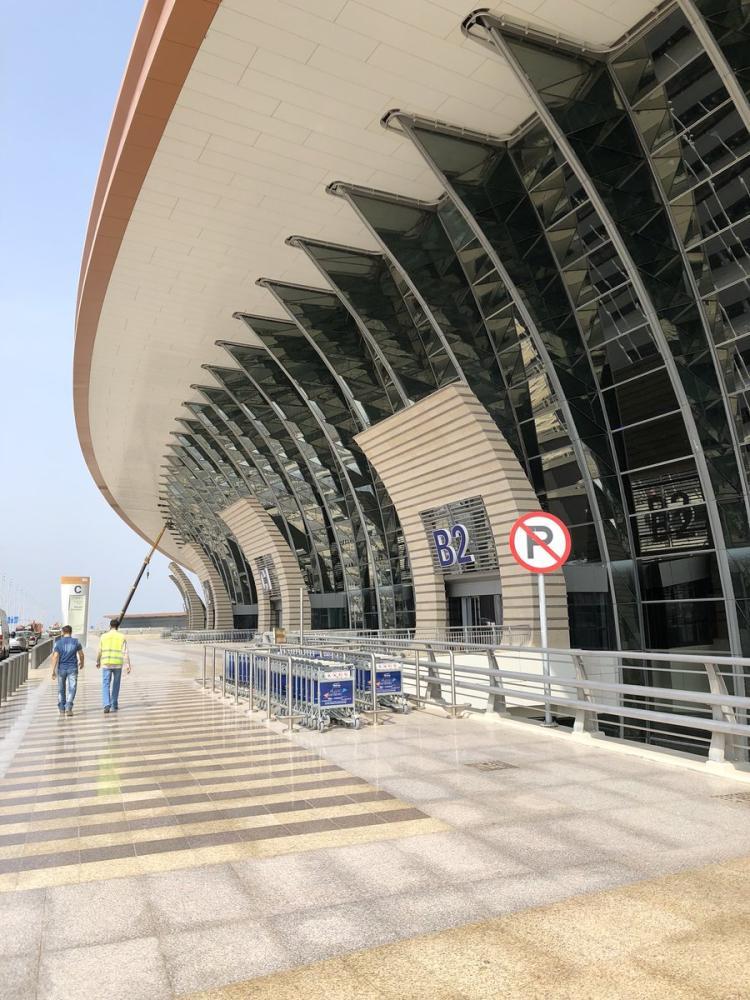 تطبيق نظام لمتابعة متغيرات وصول الرحلات ومغادرتها بدقة في مطار المؤسس الجديد