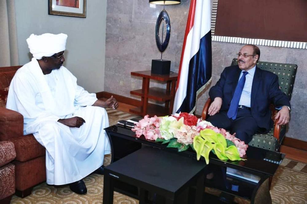 علي محسن مستقبلا السفير السوداني لدى اليمن