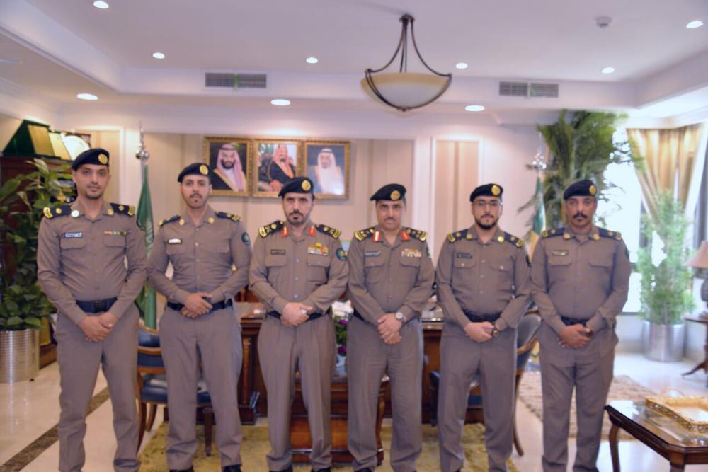 مدير «مدني تبوك» يقلد عدداً من الضباط رتبهم الجديدة