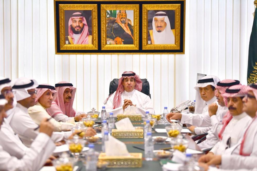 العواد يبحث تطوير صناعة الصحف السعودية للمنافسة العالمية