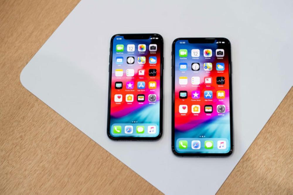 بسبب حجم الشاشة.. حملة نسائية ضد هواتف أيفون الجديدة