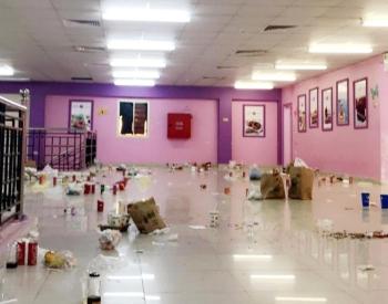 قاعة داخل إحدى الكليات في جازان تحولت إلى مطعم. (عكاظ)
