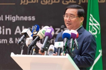 Ambassador of the People's Republic of China to the Kingdom of Saudi Arabia Li Huaxin said that the China's Treasures Exhibition is a major event in the cultural exchange between China and the Kingdom of Saudi Arabia.