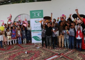 The children expressed their happiness to be briefed about their country's culture, where they visited the Throne of Bilqis, the old and new Marib Dam, and saw the flow of water through the irrigation channels extending over Wadi Obeida.