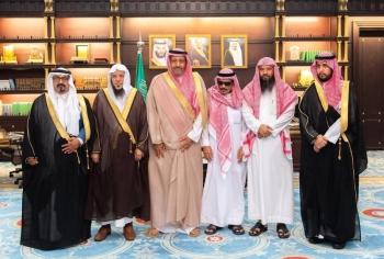 صورة جماعية مع أمير الباحة