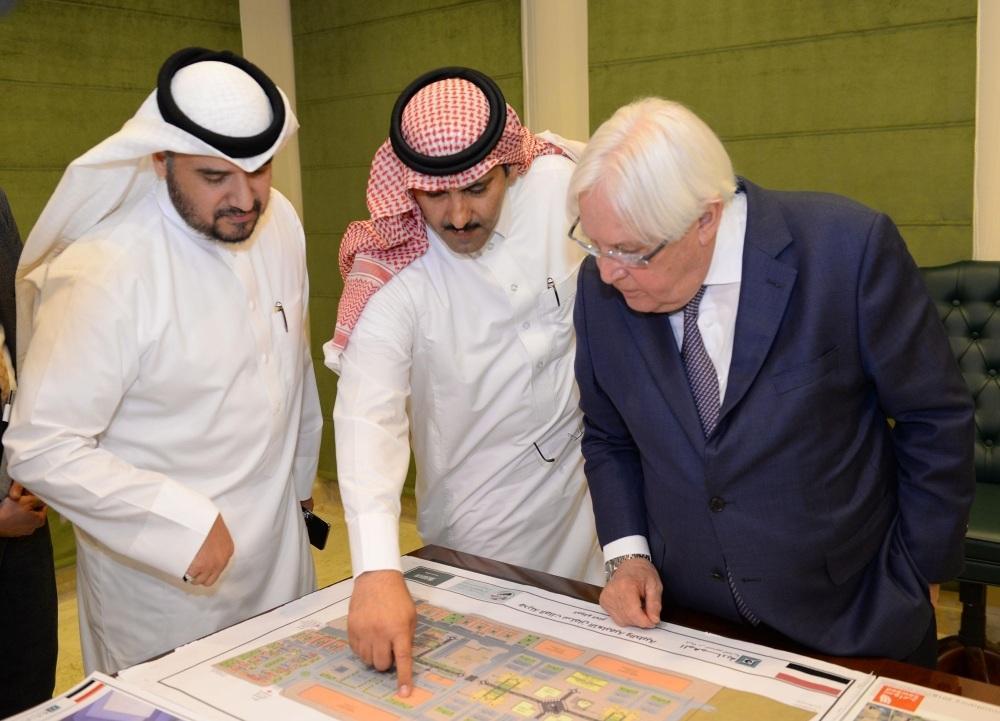 آل جابر يطلع غريفيث على خطط ومشاريع إعمار اليمن
