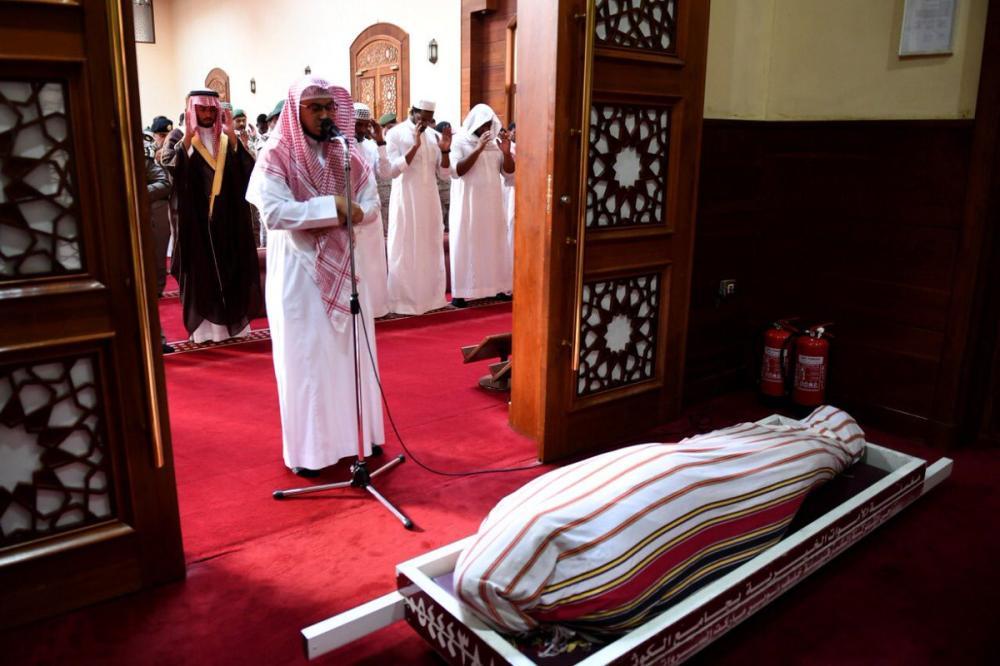 وكيل محافظة جدة يؤدي صلاة الميت على شهيد الواجب صابر حباس