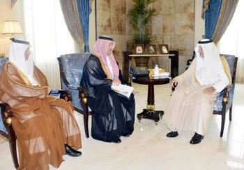الأمير خالد الفيصل يستقبل الرئيس التنفيذي المكلف لمدينة الملك عبدالله الاقتصادية. (عكاظ)