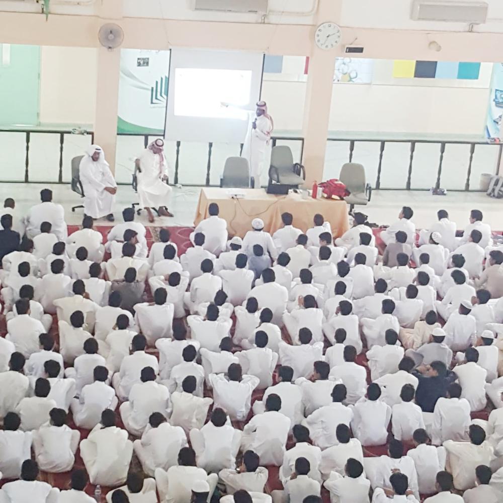 جانب من توعية طلاب مدارس ينبع بالزلازل والبراكين.