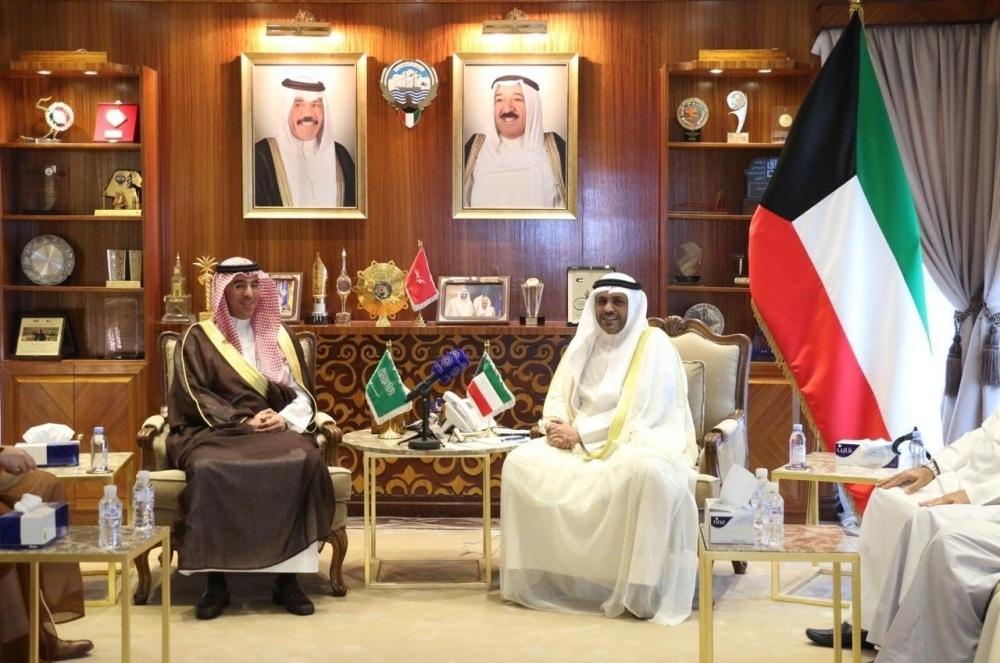 Saudi Minister of Media Dr. Awwad bin Saleh Al-Awwad met in Kuwait today (Monday) the Minister of Information and Minister of State for Youth Affairs Mohammad Al-Jabri.