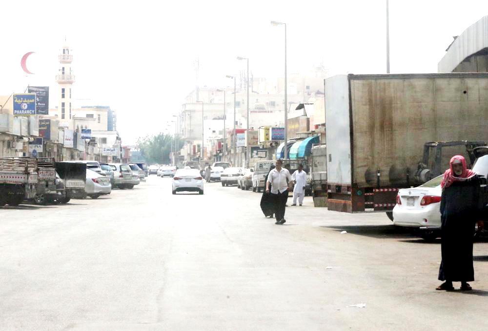 أحد الشوارع في حي الرويس.