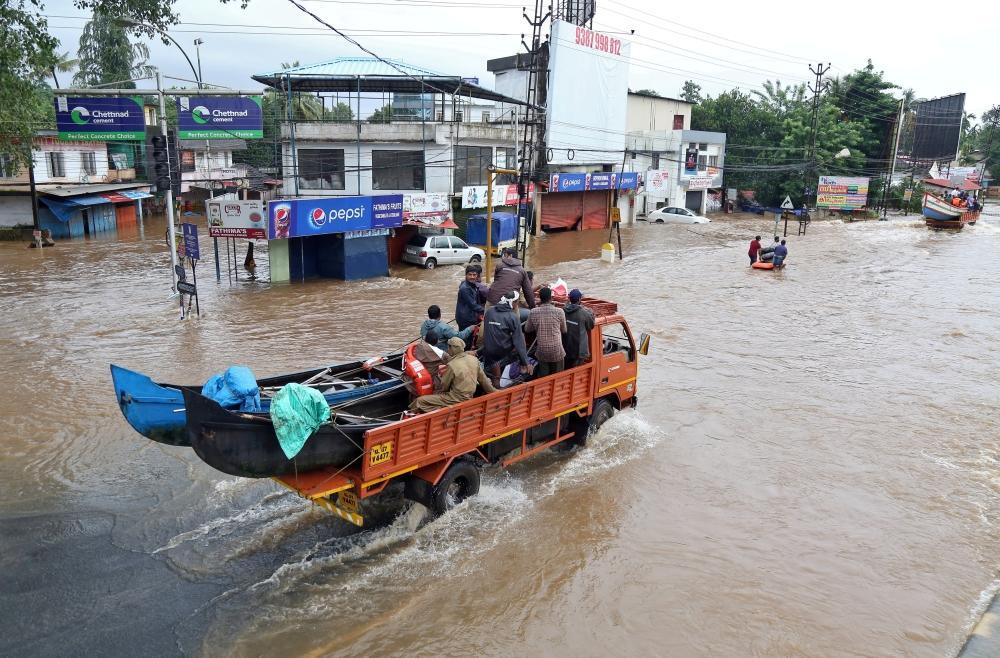 «تيتلي» يقطع الكهرباء عن مئات الآلاف من سكان الهند