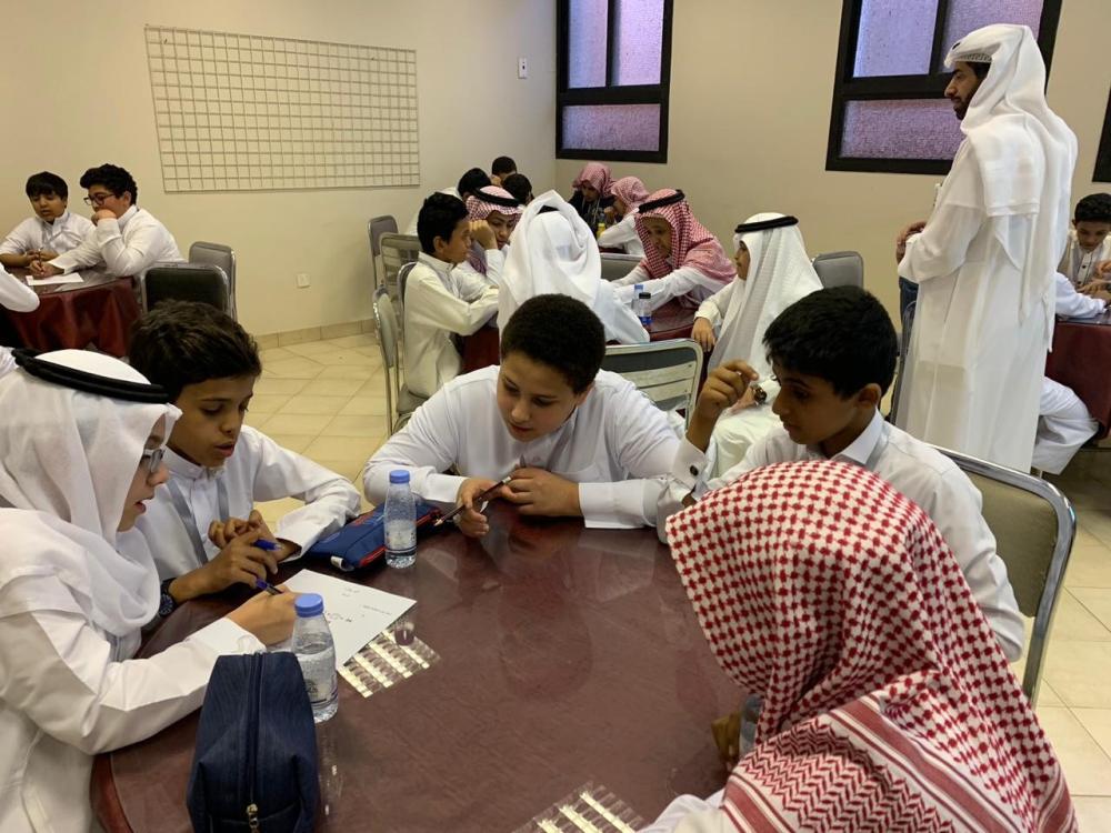 90 طالباً يشاركون في برنامج «اليوم الإثرائي» بموهوبي الطائف