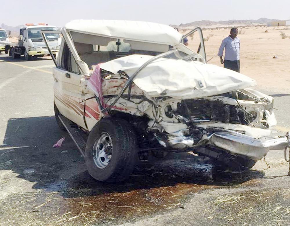 المركبة الأولى بعد الحادثة على طريق بيشة - تثليث.