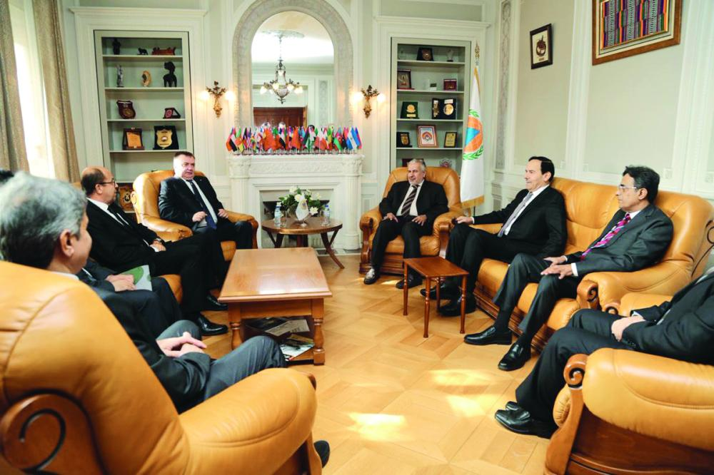 الربيعة لدى لقائه الأمين العام للمنظمة الدولية للحماية المدنية فلاديمير كوفشينوف.