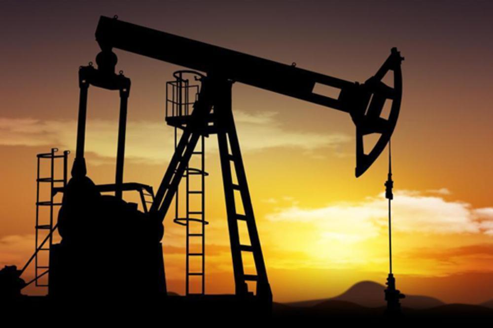 النفط يقفز أكثر من 1% وما زال باتجاه انخفاض أسبوعي