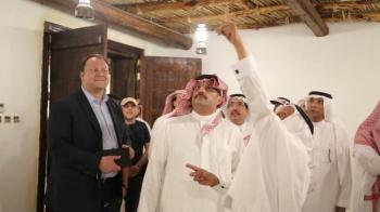 نائب أمير عسير يطلع على مرافق قرية ألمع.