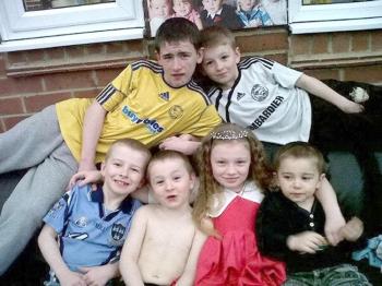 الأطفال الـ6 الذين ذهبوا ضحية الحريق.