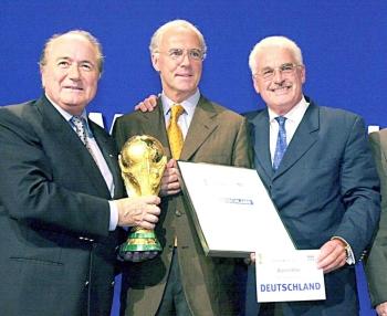 كأس العالم بين بكنباور وبلاتر.