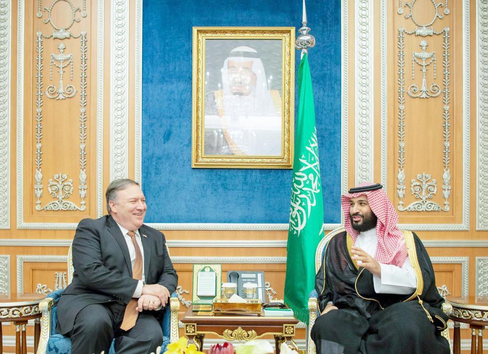 الأمير محمد بن سلمان ملتقيا مايك بومبيو في الرياض أمس. (واس)